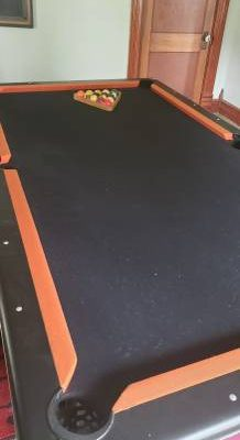 8x4.5 ft Pool Table Great Condition